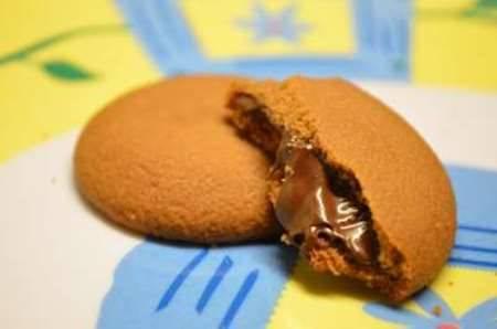 Biscotti farciti con crema Nutella