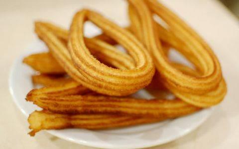 Churros bastoncini dolci fritti, la ricetta originale