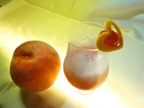Cocktail alla frutta Bellini Royal